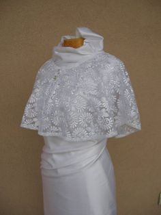 White Wedding Cape, Bridal Cape, Lace Wedding Wrap, Bridal Cover Up, Wedding Capelet, Wedding Cover Up, Bridal Capelet, Cape Mariage This wedding cape is made from white Italian lace . Romantic and gentle, will be perfect for your wedding gown. You can wear it in different ways, as can be seen in