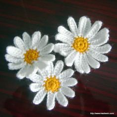 Free crochet pattern: Daisy applique.                 One day....I am gonna learn....