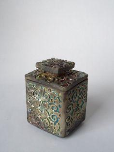 Raku Ceramic Ring Box. Sue Oley.  Soley on etsy.
