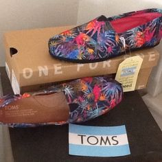 BNIB TOMS CANVAS SHOES $50 BNIB TOMS black/multi colored printed palms canvas shoes size 8 brand new with box &sticker NO TRADES NO OTHER APPS TOMS Shoes