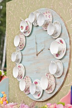 wedding - wedding - You are able to appreciate break fast or different time intervals applying tea cups. Tea cups also provide decorative features. Whenever you look at the tea pot designs, you might find this clearly. Decoration Shabby, Shabby Chic Decor, Teacup Crafts, Teacup Decor, Deco Retro, Deco Originale, Diy Clock, Tea Set, Tea Party