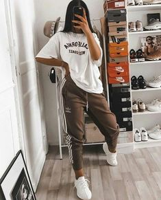 trendy outfits for school ; trendy outfits for summer ; trendy outfits for women ; trendy outfits for fall Cute Lazy Outfits, Teenage Outfits, Chill Outfits, Teen Fashion Outfits, Retro Outfits, Fasion, Stylish Outfits, Comfy School Outfits, Lazy School Outfit