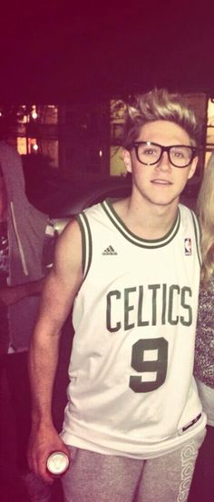 Niall Horan WITH GLASSES!!!!! OMG @Niall Dunican Horan SO CUTE!! wish you wuld follow me or smethin LOVE YOU BABE!!!! <3 <3 <3 .Xx