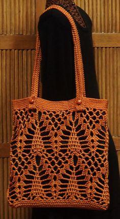 This bag uses 2 rolls of size La Espiga, goldenrod. Size approximately This bag uses 2 rolls of size La Espiga, goldenrod. Size approximately Lining is optional. I drop little black purses inside mine to hold my stuff. Crochet Market Bag, Crochet Tote, Crochet Handbags, Crochet Purses, Knit Or Crochet, Purse Patterns, Crochet Patterns, Diy Bags Purses, Crochet Shell Stitch
