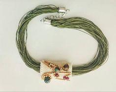 Declaración de fibra collar, gargantilla de piedras preciosas verdes minimalista joyería trenzado Verde, pedrería oro moderno collar de hilo de varios