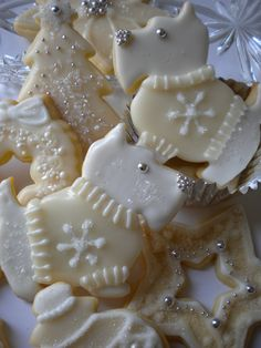 These are adorable!  Vanilla Glazed Scottie Cookies   by Robin Traversy {The Cookie Faerie}.