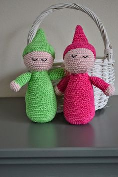 Miss Stork: Roos & Melissa : Miss Stork: Roos & Melissa Crochet Baby Toys, Crochet Gifts, Crochet For Kids, Baby Blanket Crochet, Diy Crafts Butterfly, Butterfly Baby, Crochet Dinosaur, Crochet Octopus, Crochet Headband Pattern
