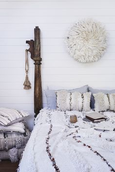 SELENCY : object / juju hat / chambre / bedroom / on the wall / white / bohemian style