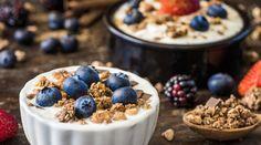 Früchtejoghurt mit selbstgemachten Granola beim Frühstück im Seehotel Bellevue in Zell am See, Österreich Buffet, Zell Am See, Acai Bowl, Breakfast, Food, Homemade, Food Food, Acai Berry Bowl, Morning Coffee