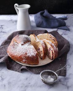 Áfonyás-túrós óriás briós - Pasztellbarokk Brie, French Toast, Breakfast, Food, Morning Coffee, Essen, Meals, Yemek, Eten