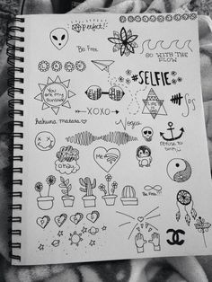 Imagem de drawing, grunge, and draw doodles Doodle Drawings, Easy Drawings, Doodle Art, Small Drawings, Tumblr Sketches, Art Sketches, Notebook Doodles, Notebook Drawing, Mini Tattoos