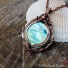 Diy Crafts Jewelry, Diy Jewellery, Jewlery, Wire Jewelry Designs, Jewelry Ideas, Wire Wrapped Pendant, Wire Wrapped Jewelry, Labradorite Jewelry, Spiritual Jewelry