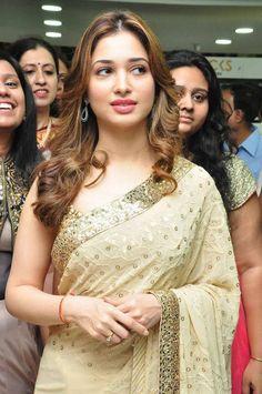 Exclusive stunning photos of beautiful Indian models and actresses in saree. Beautiful Bollywood Actress, Most Beautiful Indian Actress, Beautiful Actresses, Indian Film Actress, South Indian Actress, Indian Actresses, Bollywood Girls, Indian Beauty Saree, Indian Sarees