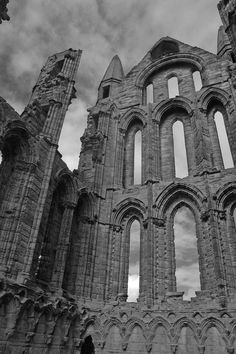 Love this place but its not often you can get pics without someone sticking their hands up/walking into shot and so on because its so popular. Yorkshire England, Yorkshire Dales, North Yorkshire, Old Buildings, Abandoned Buildings, Whitby England, Whitby Abbey, Year 7, Holiday Apartments