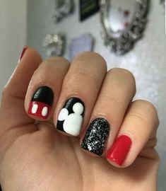 14 Mickey Mouse nail designs to commemorate your anniversary - Nail art - # Designs # Nails <-> Ongles Mickey Mouse, Mickey Mouse Nail Design, Mickey Nails, Minnie Mouse Nails, Disney Toe Nails, Disney Toes, Birthday Nail Art, Birthday Nail Designs, Birthday Design