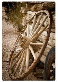 ~old wagon wheel