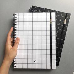 Creative Notebooks, Cute Notebooks, Notebook Cover Design, Notebook Covers, High School Supplies, School Suplies, Stationary School, School Accessories, School Notes