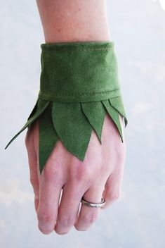 I think I could make this with felt (and some pretty embroidery etc) for my Elf or Peter Pan character Tinker Bell Costume, Elf Costume, Costume Makeup, Diy Costumes, Halloween Costumes, Fairy Costume Diy, Diy Halloween, Shadow Costume, Costume Ideas