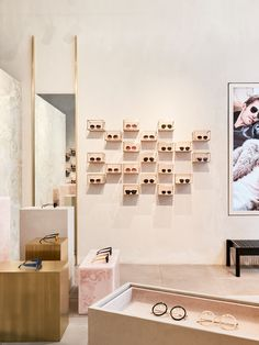 Welcome to the LINDA FARROW Official Online Store. Discover luxury sunglasses and opticals for men and women. Shop Interior Design, Retail Design, Store Design, Shop Window Displays, Store Displays, Showroom, New York Architecture, Optical Shop, Linda Farrow