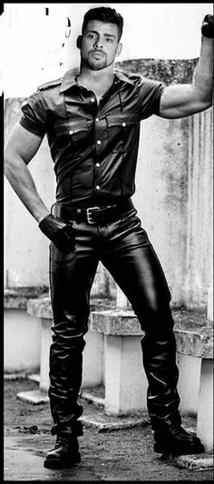 Kerls in Leder Mens Leather Shirt, Leather Jeans, Leather Gloves, Black Leather, Cute Country Boys, Leder Outfits, Men In Uniform, Wearing Black, Leather Fashion