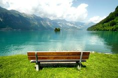 What about a picnic on the lake Brienz?