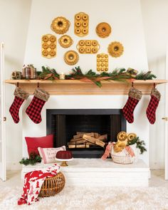 Create a stunning Christmas mantel display... Bundt style! Add your favorite holiday decorations and baking pans for a cozy feel. Christmas Mantels, Christmas Home, Christmas Holidays, Cooking Classes For Kids, Cooking Games, Cooking London Broil, How To Celebrate Hanukkah, Nordic Ware