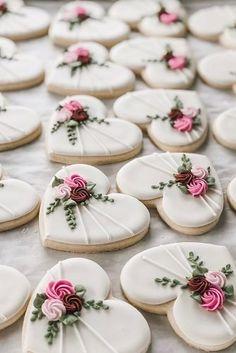 wedding cookies Creative Non-Traditional Wedding Dessert Ideas non traditional wedding dessert ideas heart shaped cookies Fancy Cookies, Iced Cookies, Cute Cookies, Royal Icing Sugar, Royal Icing Cookies, Royal Icing Flowers, Valentine's Day Sugar Cookies, Flower Sugar Cookies, Sugar Cookie Icing