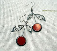 Red cherries earrings filligree leaf stained glass di ArtKvarta