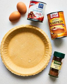 This easy pumpkin pie recipe only needs 5 ingredients. So quick and simple for Thanksgiving. This easy pumpkin pie recipe only needs 5 ingredients. So quick and simple for Thanksgiving. Best Pumpkin Pie, Homemade Pumpkin Pie, Pumpkin Pie Recipes, Pumpkin Pies, Pumpkin Pie Recipe With Pumpkin Pie Spice, Libby Pumpkin Pie, Pumpkin Pie Filling Recipe Easy, Pumkin Pie Easy, Gastronomia
