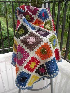 Manta feita em crochet com lã supermacia.   Para maiores informações escreva: marciakazumi@gmail.com  Acesse meu blog: mitricot.blogspot.com R$180,00 Cute Blankets, Knitted Blankets, Manta Crochet, Crochet Bebe, Crochet Patterns, Knitting, Ideas, Crafts, Colorful