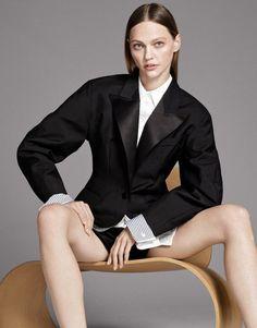 Sasha Pivovarova by Paola Kudacki for Vogue Mexico November 2017
