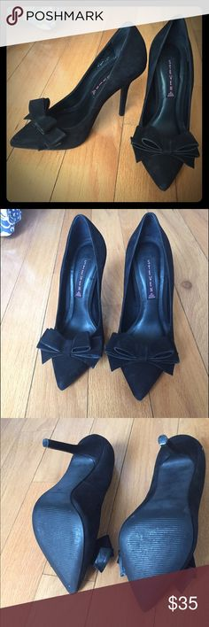 Steve Madden Black Bow Heels Cute heels with bows on the front, classic black heels. Only worn once and still have the box they came in. Steve Madden Shoes Heels