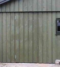 Så er beklædning monteret - nu mangler kun et stalddørsgreb på dør til skur Diy Garage, Garage Doors, Diy Door, Diy Woodworking, Facade, Rv, Outdoor Structures, Architecture, Outdoor Decor