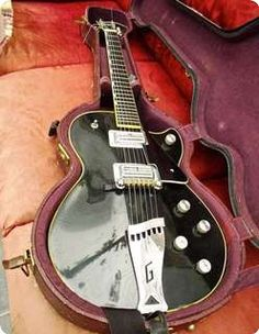 This is a real beauty - and has a fantastic history. It's a 1971 Gretsch Roc-Jetcomplete with original case - the only unoriginal parts are the pick up surrounds which were replaced with exact