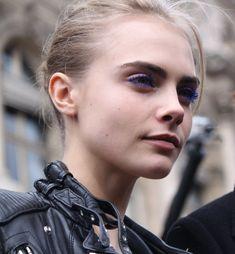 Photo of fashion model Cara Delevingne - ID 382495 Cara Delevingne Photoshoot, Face Threading, Cara Delvingne, Famous Models, Trends, Model Photos, Belle Photo, Eyebrows, Eyelashes