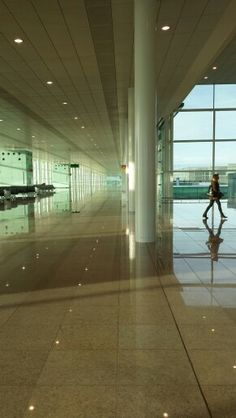 Barcelona airport is an #airportforshutterbugs #flyinstyle #airportlife