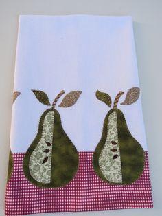 Patch aplique de Pera.  Bordado em ponto caseado.  Barra e aplicação em tecido 100% algodão.  Sob encomenda, as estampas podem sofrer alterações, mantendo as tonalidades.