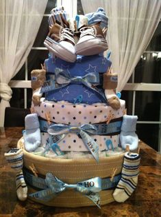 Cute idea for my Aunts baby shower. Diaper cakes are always a hit! Baby Shower Crafts, Baby Shower Fun, Baby Shower Parties, Shower Gifts, The Babys, Diaper Cake Boy, Baby Boy Cakes, Diaper Cakes, Baby Showers Niño