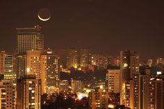 CRESCENT MOON OVER SAO PAULO  Photograph by Ricardo Motti  In this beautiful night-time capture by Ricardo Motti, we see a big crescent moon over Sao Paulo, Brazil. To get the shot, Motti used: Canon Rebel XT, tripod, 200mm lens, f4 aperture, 13 second shutter speed, ISO 100, center metering, shot in RAW.…