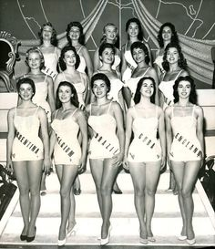 """Del acostumbrado certamen mundial de belleza femenina, tenemos a las 15 semifinalistas del año 1956. En la tercera fila, la primera a la izquierda, Erna Martha Bauman representó a México. Al año siguiente comenzó a filmar en el cine mexicano, y """"La..."""