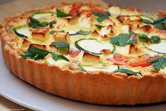 Dzień dobry :) Dzisiaj zapraszam Was na delikatną tartę na kruchym spodzie z farszem śmietankowo - jajecznym z warzywami i serem feta. Tart...