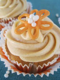 my feelings taste like cupcakes: Thai Tea Cupcakes <= best cupcake flavor… Cupcake Flavors, Cupcake Recipes, Dessert Recipes, Desserts, Tea Cupcakes, Yummy Cupcakes, Cupcake Cakes, Tea Recipes, Sweet Recipes