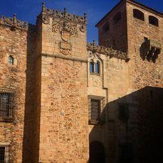 @SoloExtremadura @Extremadurismo  Palacio de los Golfines de Abajo #Cáceres pic.twitter.com/IY35A5sFM8