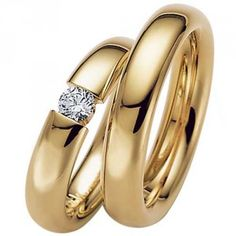 Absolute beautiful wedding rings with 'floating' diamond. We love its elegant looks!  Absolutte smukke vielsesringe med svævende diamant. Vi elsker dens elegante udtryk!  www.fredberg.com