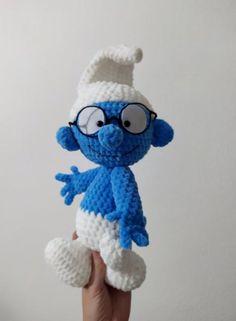 Háčkovaný šmolko mudroš, - 35 € od predávajúcej peta_tvorimslaskou | Bazár - Modrý koník Crochet Toys, Smurfs, Peta, Fictional Characters, Fantasy Characters, Maps