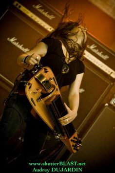 Anna Murphy of Eluveitie, rockin' out on her hurdy gurdy