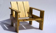 Cadeira Krat toda feita em Pinus envernizada com verniz marítimo