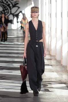 Etro Fall 2021 Ready-to-Wear Collection | Vogue Vogue Fashion, Runway Fashion, Fashion News, Fashion Beauty, Spring Summer Fashion, Autumn Fashion, Rudolf Nureyev, The Blonde Salad, Milan Fashion Weeks