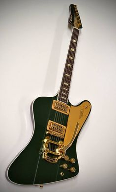 Un instrument inspiré par la Firebird de Gibson avec chevalet Bigsby par Kauer Guitars. Retrouvez des cours de guitare d'un nouveau genre sur MyMusicTeacher.fr