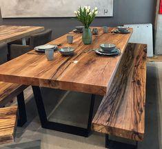 Esstisch | Massivholztisch aus Eichenholz-Altholz / Tischgestell in Trapezform | Holzwerk-Hamburg
